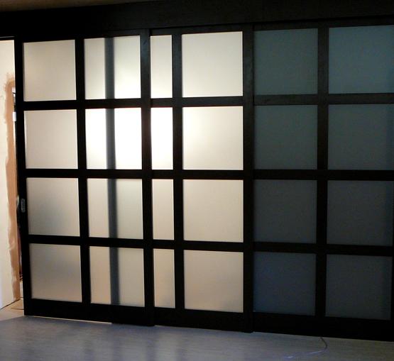 Межкомнатные двери Maestro Фрамуги и перегородки Перегородка с двигающимся полотном-купе